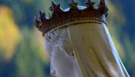 Notre Dame de Plombières couronnée d'étoiles